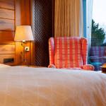 Hotelzimmer auf der Sonnenalp mit Ausblick auf die Berge