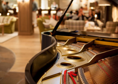 Hotel Sonnenalp - Louge, Musik und Flügel