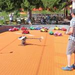Marc Vogel am Allgäuer Berghof auf der Bobbycar Startbahn mit Fotohelikopter