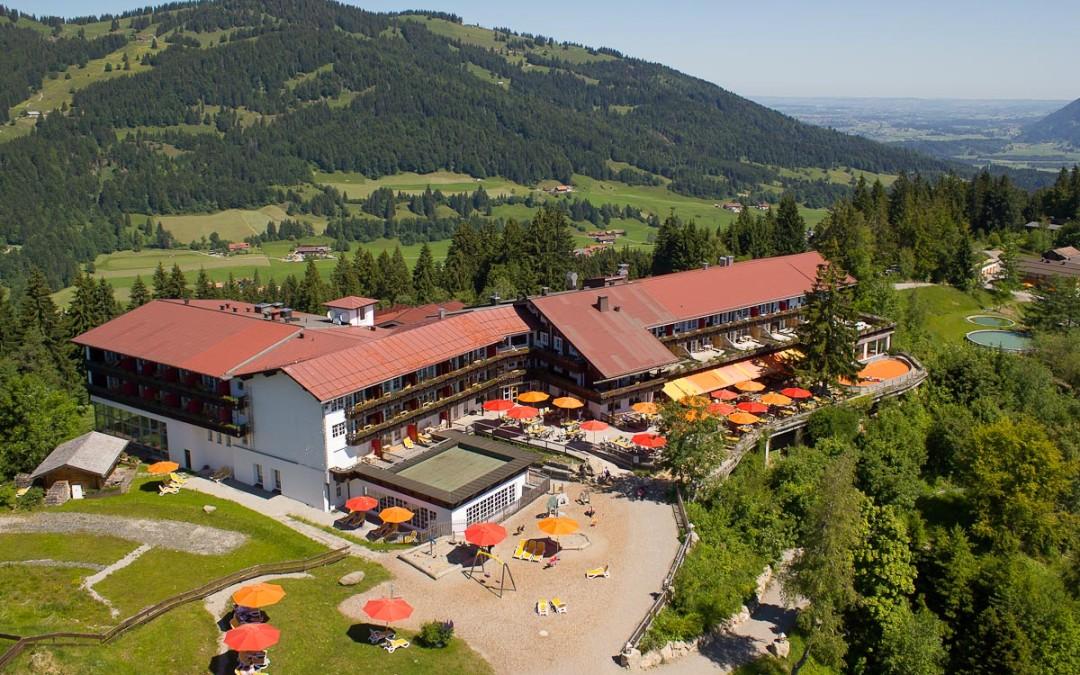 Luftaufnahmen vom Allgäuer Berghof im Sommer