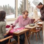 Hotel Oberstdorf - leckere Speisen im Wintergarten serviert