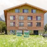 Explorer Hotel in Montafon - Frontansicht im Sommer