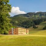 Alpspitze - mit dem Explorer Hotel im Vordergrund