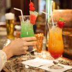 Lounge im Hotel Rindererhof - farbenfrohe Cocktails