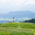 Ausblick vom Ofterschwanger Horn - Das Gipfelkreuz