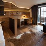 Indirekte Beleuchtung mit Altholz und Designelementen - Boutiquehotel GAMS