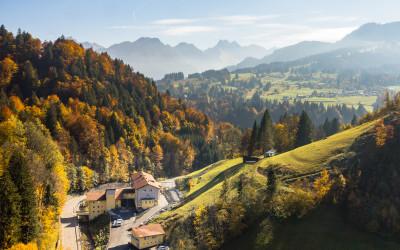 Luftaufnahmen Oberstdorf Hostel im Herbst