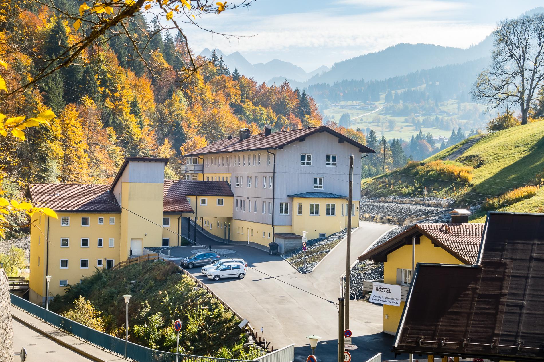 Oberstdorf Hostel im Herbst vor der Retusche Original